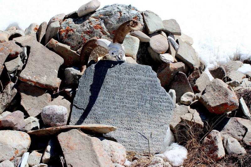 Библиотека в камне. Камни Мани