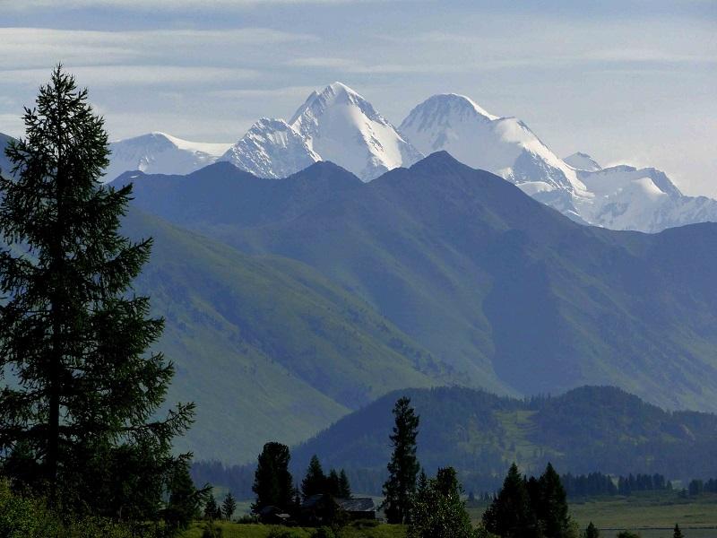 Гора Белуха в Восточном Казахстане