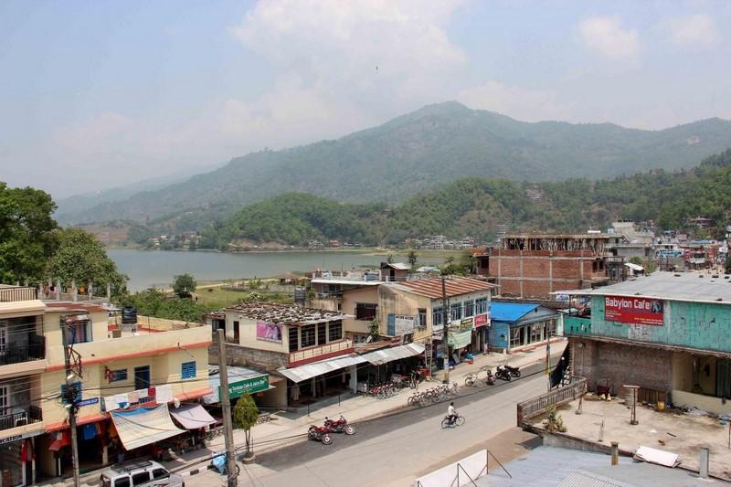 Улочка Покхары. Вид с балкона гостиницы
